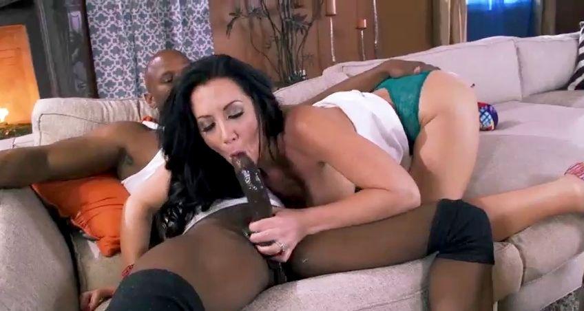Jayden Jaymes teniendo anal con un negro