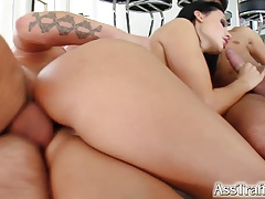 Aletta Ocean follando con 2 pollas en una doble penetración