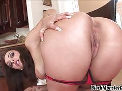 Liza Del Sierra seduciendo a un negro gordo