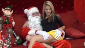 La hermosa putita se folla a Papá Noel (Santa Claus)