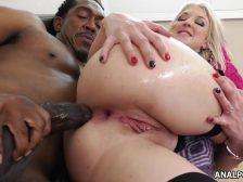 A Leya Falcon le gusta el anal interracial